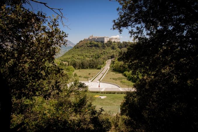 Abbazia e Cimitero Polacco visti dalla strada che porta alla Stele
